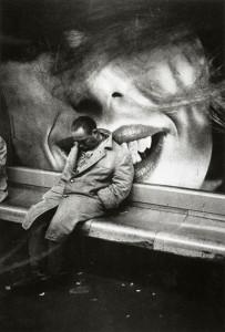 1963, Parigi. Clochard nella metro