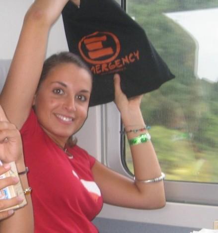 Valeria_Solesin-2006-in-viaggio-verso-Ovieto-per-Emergency-©-Luca-Ferrari.