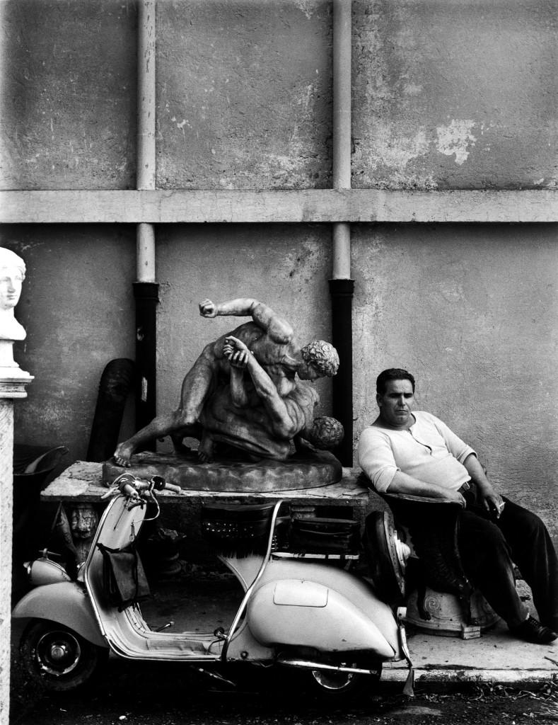 William Klein, Guardiano di Cinecittà. Roma, 1956
