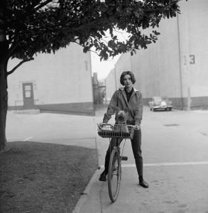 Audrey-Hepburn-negli-Studi-Paramount-nel-1957
