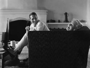 Paul-Newman-e-Joanne-Woodward-nella-loro-casa-di-Beverly-Hills-nel-1958