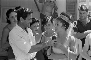 1965, Viareggio. Pasolini durante le riprese di Comizi d'amore