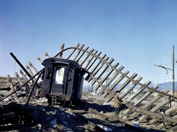foto Nara la stazione di Viareggio dopo i bombardamenti 1944