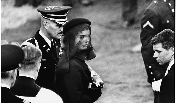 Arlington-Virginia. 25-11-1963. Jacqueline-Kennedy ©-Elliott-Erwitt