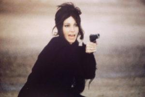 la_ragazza_con_la_pistola